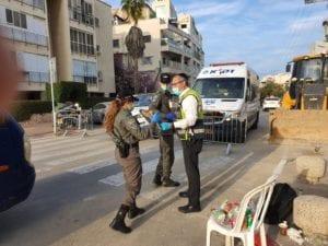 ZAKA Distributing food to IDF Soldiers
