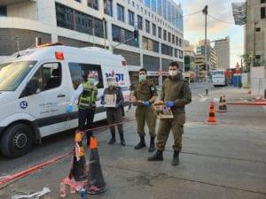 ZAKA distributing food to IDF Soldiers patrolling neighborhoods in lockdown