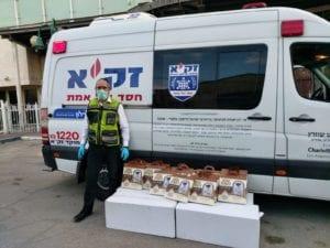 ZAKA distributing food to neighborhoods in lockdown